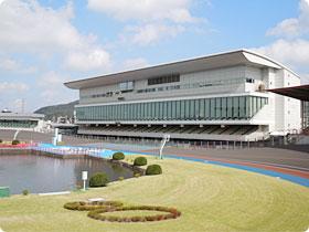 岐阜競輪場の正面スタンド